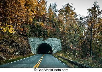 blaue berge, tunnel, bergrücken