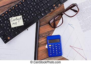 blaue gläser, calculator., ort, tastatur, dokument, arbeitende