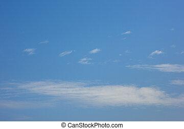 blauer himmel, mit, aufgedunsen, weiße wolken, in, hell, klar, sonniger tag