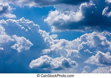 blauer himmel, mit, weiße wolken, auf, sonniger tag