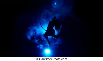 blaues, frau, luftaufnahmen, stage., zirkus, hintergrund., silhouette, akrobat
