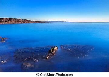blaues, freier himmel, bucht, wasserlandschaft, untergetaucht, steinen, sandstrand, sonnenuntergang