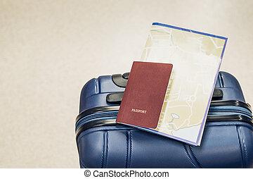 blaues, Landkarte, begriff, Flughafen, Reise, Auf, urlaub, legen, Reisepaß, koffer, schließen