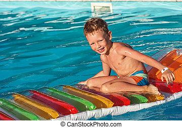 blaues, Teich, Wasser, Kind, schwimmender, spielende, glücklich