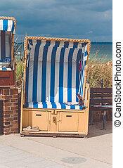 blaues, travemunde, gefärbt, stühle, roofed, deutschland, sandstrand, sandig
