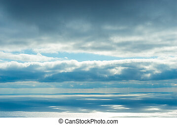 blaues, wolkenhimmel, aus, himmelsgewölbe, wasser, horizont, meer, majestätisch, ansicht