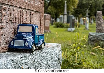 blauwe auto, speelbal, op, een, grafsteen, in, een, cemetary