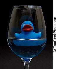blauwe , badeend, in, een, wijnglas