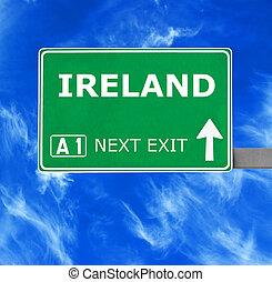blauwe , duidelijke lucht, tegen, meldingsbord, ierland,...
