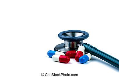 blauwe , gebruiken, overuse., antibioticum, medisch, reasonable., capsule, arts., globaal, weerstand, medicijn, uitrusting, healthcare., stethoscope, antimicrobial, witte , tafel., pillen, rood