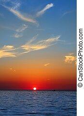 blauwe , gouden, zeezicht, hemel, oceaan, zonopkomst, zee, rood