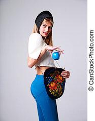 blauwe , grijs, vrouw, appel, op, mode, achtergrond, vasthouden, verticaal, vrolijke