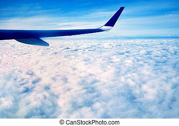blauwe , groot, op, vliegen, hemel, wolken, tegen, morgen, hoog, vliegtuig, horizon., boven, grond, witte , vleugel, hoogte