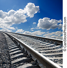 blauwe hemel, diep, bewolkt, onder, spoorweg, aanzicht, laag