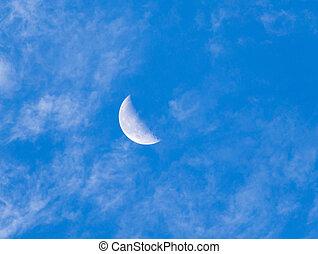 blauwe hemel, maan