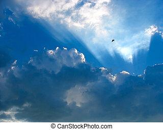blauwe hemel, met, zonnestralen, door, de, wolken