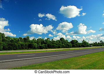 blauwe hemel, straat