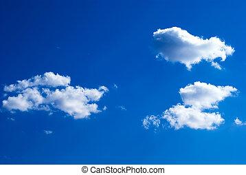 blauwe hemel, wolken, zonlicht