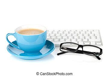 blauwe koffie kop, bril, en, computer toetsenbord