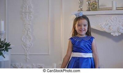blauwe , meisje, jurkje, aardig
