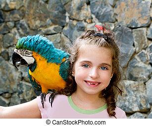 blauwe ogen, kind, meisje, met, gele, papegaai