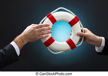 blauwe , op, lifebuoy, zakenlieden, achtergrond, voorbijgaand