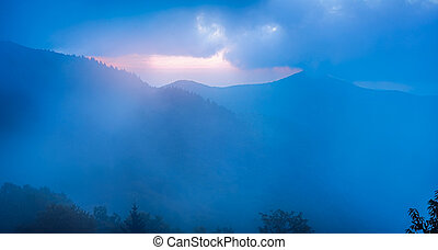 blauwe , pinnacle, kam, rotsachtig, mist, gezien