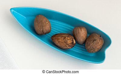 blauwe plaat, avocado, vier, zaden, gediende