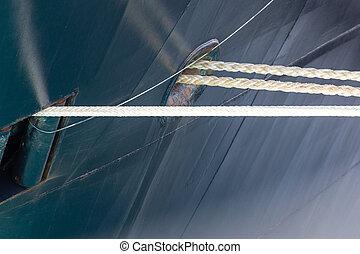 blauwe , scheepsromp, scheeps , kabels, witte