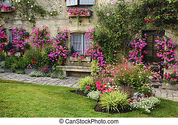 Blaye (Gironde, Aquitaine, France): the historic town: Historic house with garden