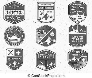 blazoen, buiten, patrouille, wildernis, snowboard, set, logo, monochroom, design., berg, winter, ouderwetse , reizen, hipster, getrokken, ski, ontdekkingsreiziger, club, labels., hand, avontuur, symbool., pictogram, badges., kamp, vector