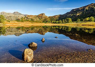 blea, 小さな湖, 中に, ∥, イギリスのレーク地方