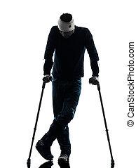 blessé, debout, homme, silhouette, béquilles