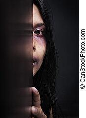 blessé, sombre, femme, dissimulation