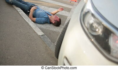 blessé, tête, smashed., accident., voiture, avoir, piéton, accidents, route, homme