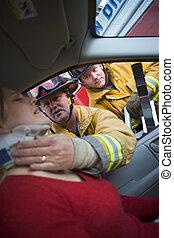 blessé, voiture, pompiers, femme, portion
