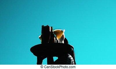bleu, été, marche, entiers, sur, ciel, froid, plateau, serveuse, boissons