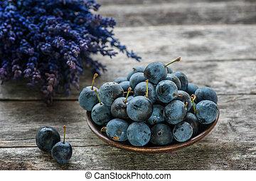 bleu, automne, baies, bouquet, sloe, bois, lavande, space., rustique, arrière-plan., table, copie, récolte, style.