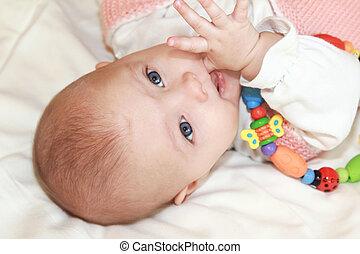 bleu, beaux yeux, jouet, sucer, coloré, grand, regarder, clair, appareil photo, closeup, doigt, bébé, portrait, girl