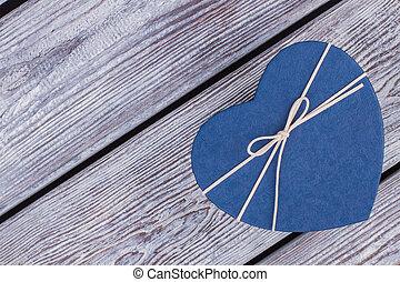 bleu, boîte-cadeau, dans, coeur, forme.