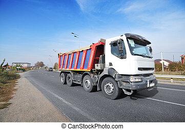 bleu ciel, route, contre, camion décharge, campagne