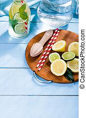bleu, citron, bois, arrosez verre, table