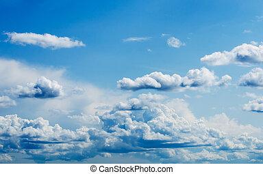 bleu clair, ciel, à, nuages blancs