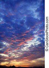 bleu, coloré, ciel, nuageux, coucher soleil, rouges