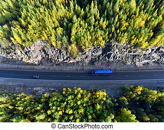 bleu, conduite, semi-remorque, sommet, entre, karelia, jaune, automne, tunnel, camion, forêt, rocher, vert, russie, vue