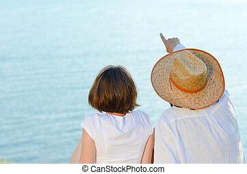 bleu, copyspace, couple, regarder, mer, sur, heureux