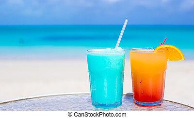 bleu, curacao, cocktail, haut, mangue, fin, plage blanche, sablonneux