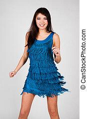 bleu, femme heureuse, robe, danse