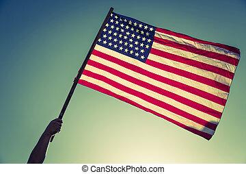 bleu, filtré, effect., vendange, image, mains, ciel, raies, contre, ), drapeau, traité, étoiles, (, américain, prise