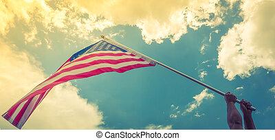 bleu, filtré, ), vendange, image, mains, ciel, raies, contre, effet, drapeau, traité, étoiles, (, américain, prise